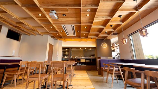会場のカフェ・ダイニング巣箱
