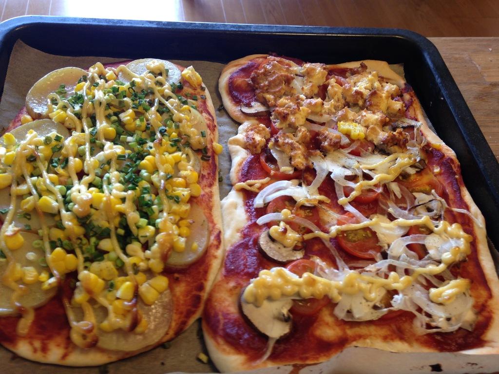 手ごねの生地をこねて、夏野菜を入れて、ベジピザをつくろう。