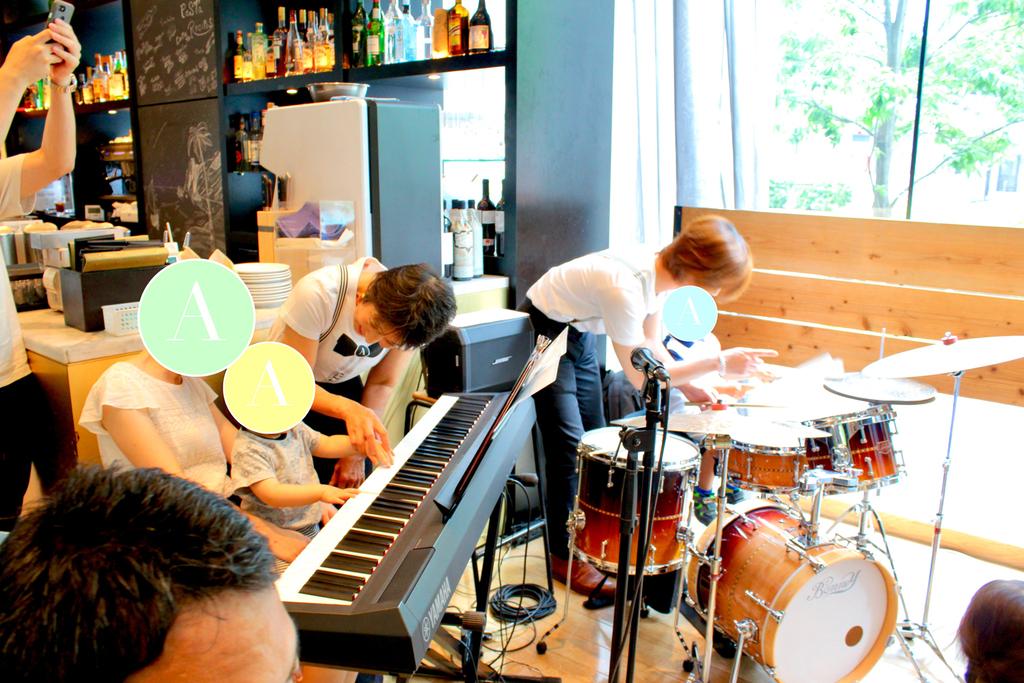 楽器にご興味のある方は、お子さまだけでなく、大人の皆様も、気軽にミュージシャンへお声がけください。
