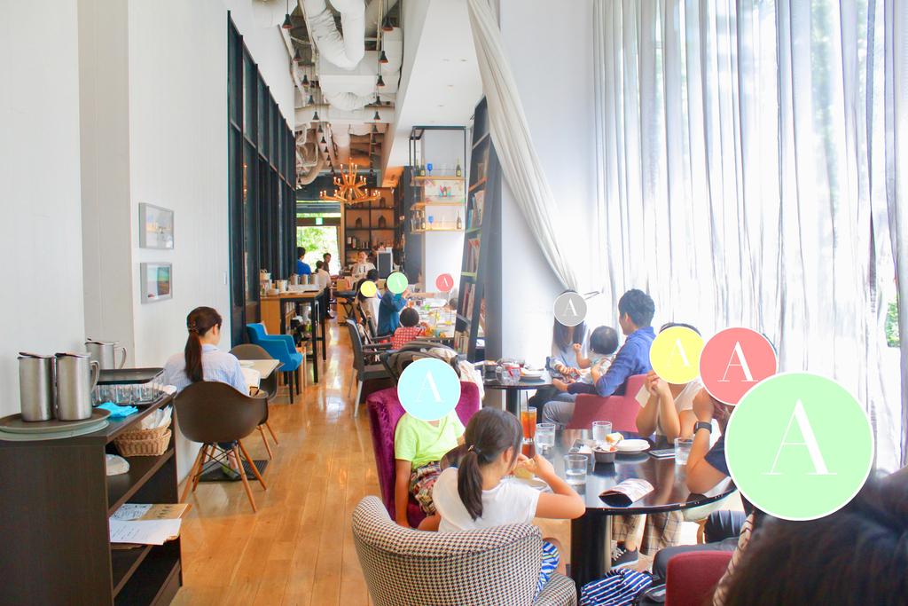 洗練された空間で美味しい朝食と生の音楽はいかがですか?