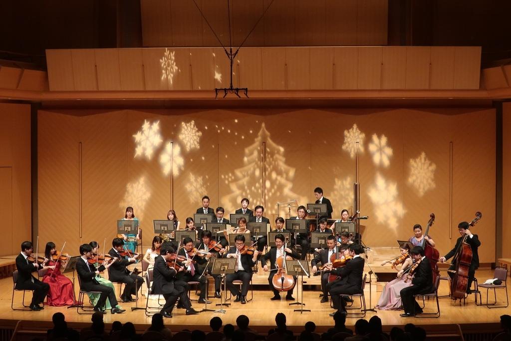演奏するのは、NHK交響楽団など国内主要オーケストラで活躍する、精鋭ぞろいの演奏家たちによるオーケストラ「ARCUS(アルクス)」です。