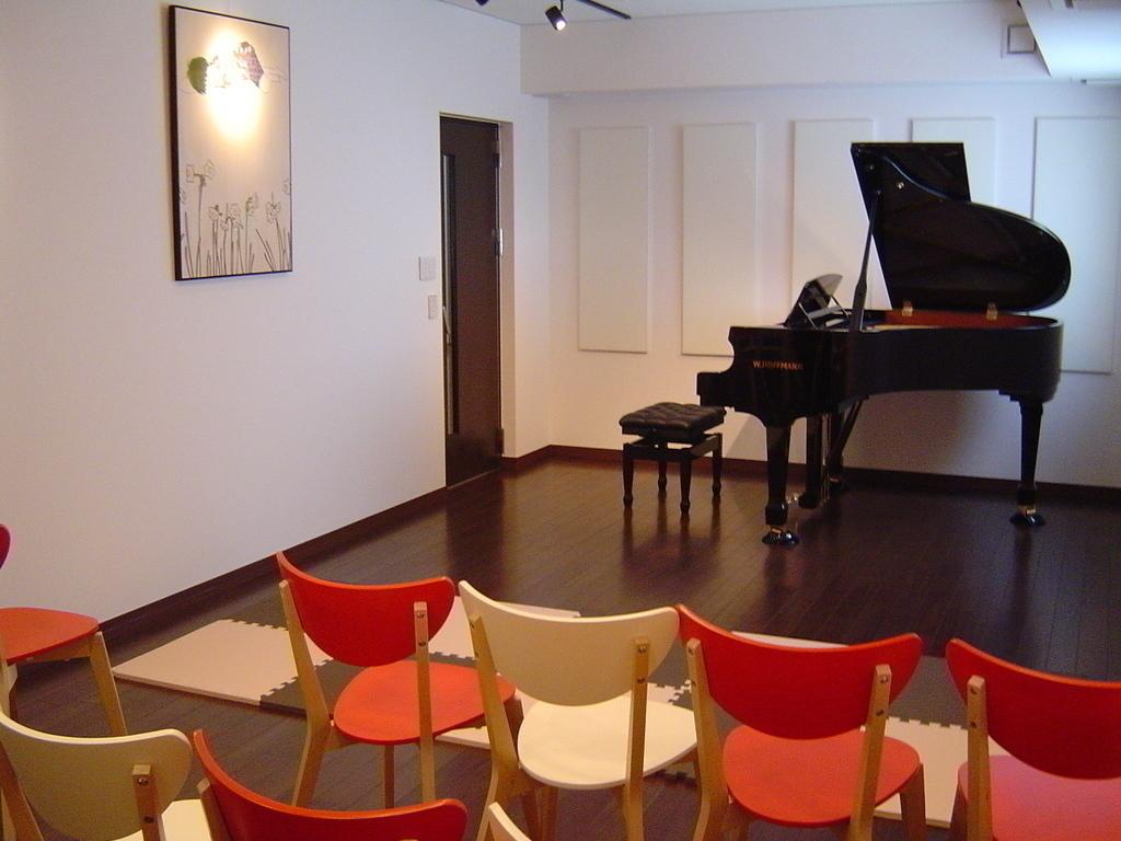 ピアノサロン内