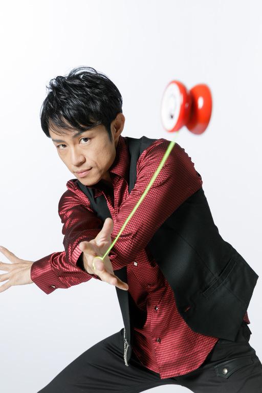 Yo-Yo Entertainer TOMMY:2004年ヨーヨー世界チャンピオン、2013,14年ヨーヨー世界チャンピオンDuo「SPINATION」、シルク・ドゥ・ソレイユ登録パフォーマー