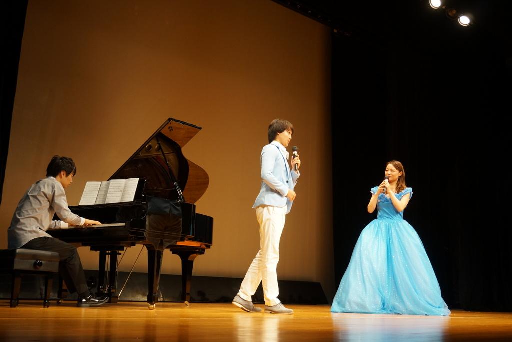 ミュージカル「シンデレラ」 素敵なドレスに会場からわぁー!という声が沢山聞こえました