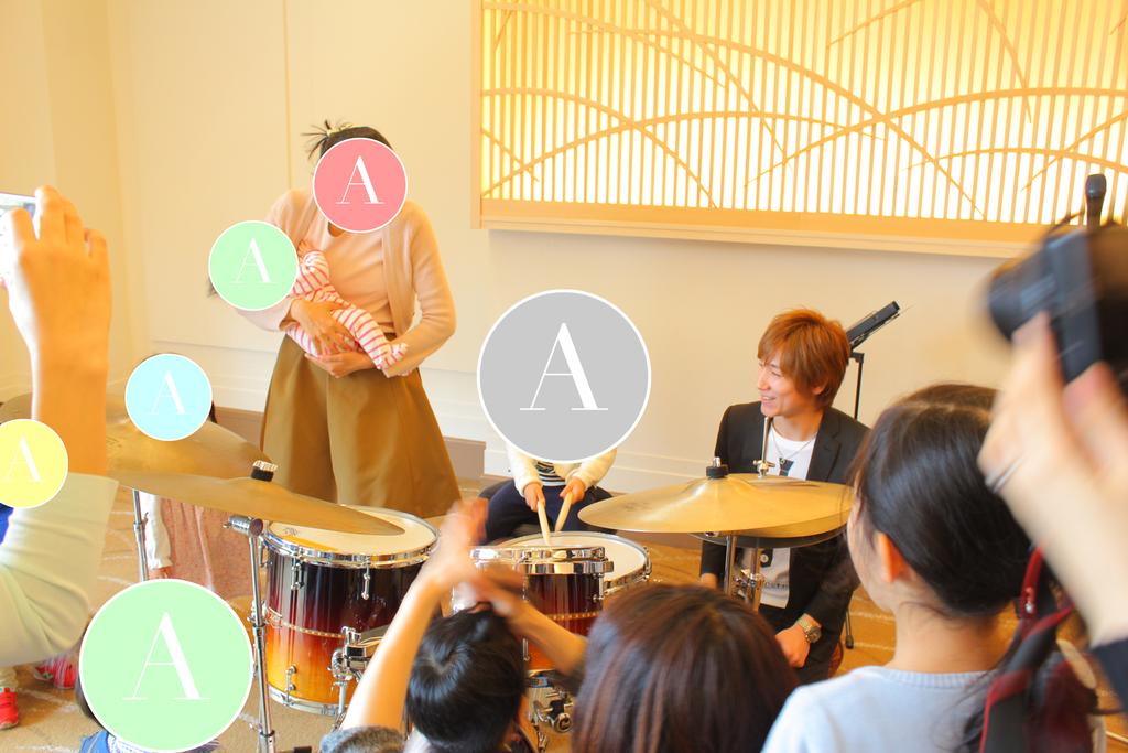 終演後は楽器に触れていただくことが可能です。お子さまだけでなく、大人のみなさまも、お気軽にミュージシャンへお声がけください!