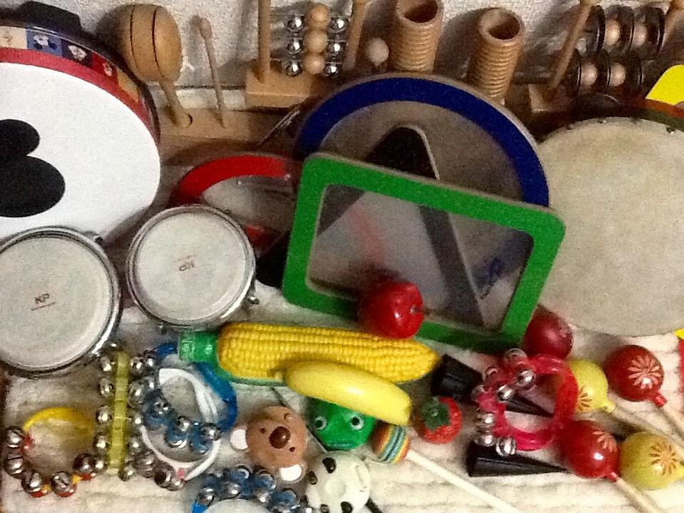 リズム遊び!楽器をお配りして、一緒にリズムをとって頂きます。