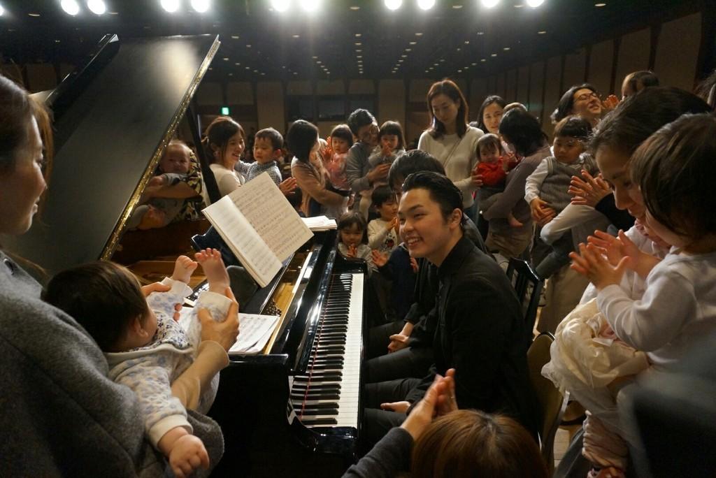 2017年3月の2台のピアノのお写真です! 2台のピアノでの演奏や、1台で連弾等、ピアノの魅力を沢山お伝えします!