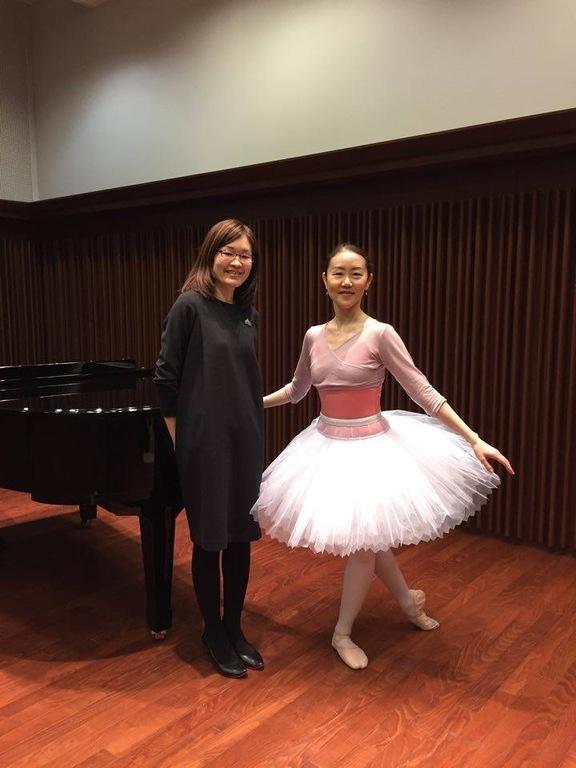 バレエ教師の両川先生とピアニストの張替先生