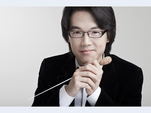 リオ・クォクマン(指揮者):マカオ出身。将来を有望視される若手指揮者の一人。2014年、スヴェトラーノフ指揮者コンクール優勝。