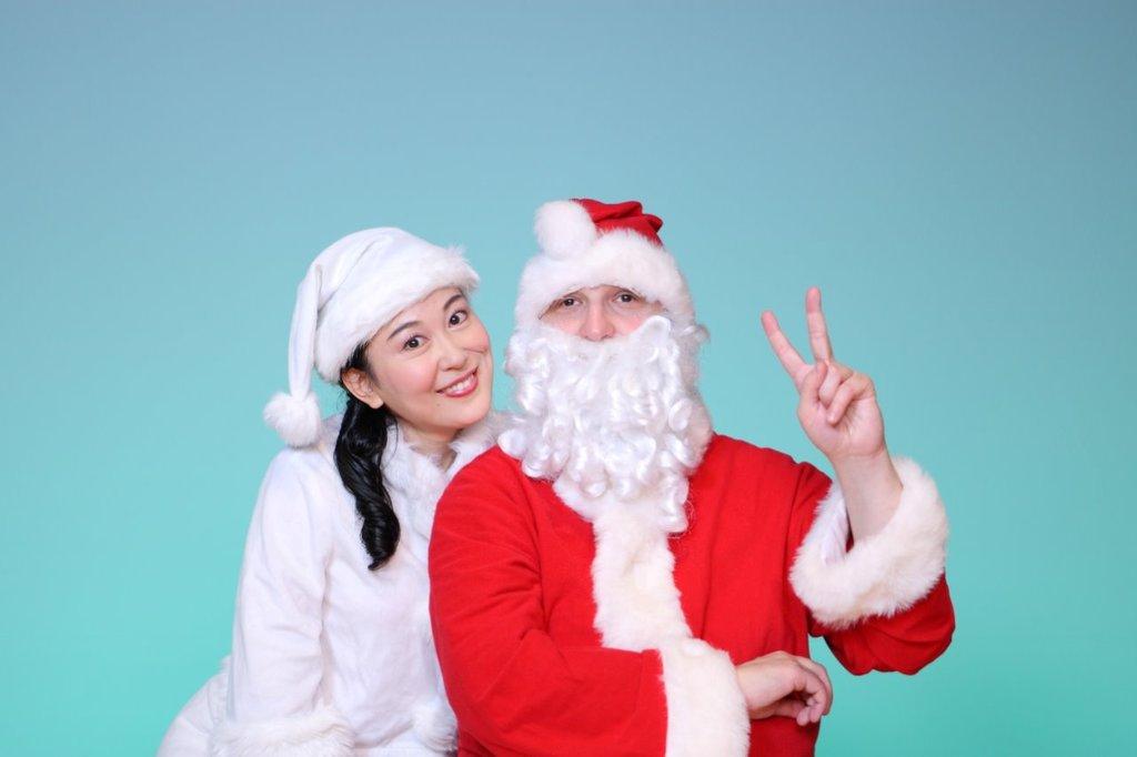 世界でオンリーワンのピアノを弾くサンタさんと歌のお姉さんの楽しいクリスマスコンサート