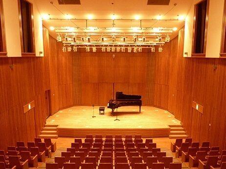 大泉学園ゆめりあホールは、大泉学園駅の北口「ゆめりあ1」内にある、2002年開館、176席の美しいホールです。