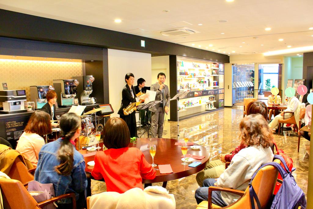 コーヒーの香り漂う空間でコンサートをお愉しみください!